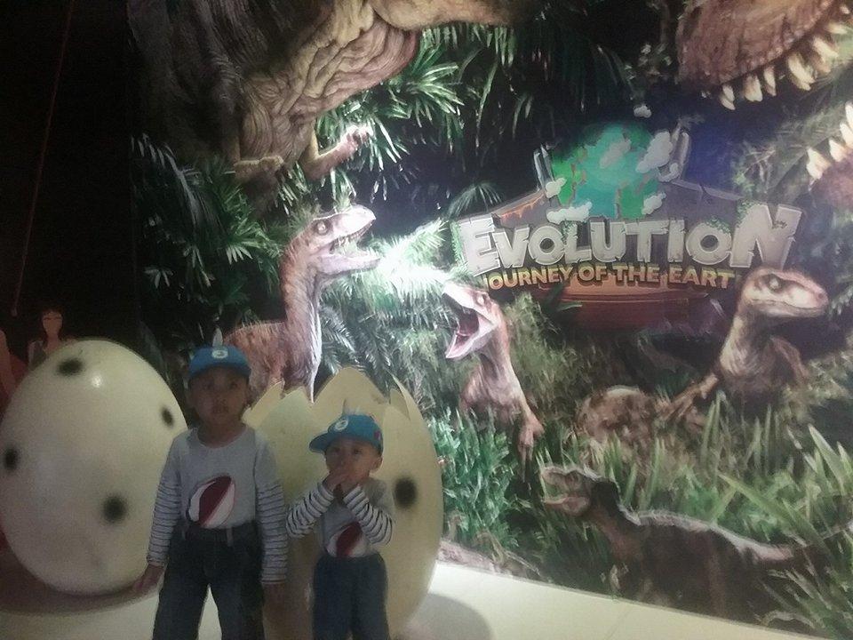 Photo of Petualangan Mencari Dinosaurus (The Evolution, Journey of The Earth)